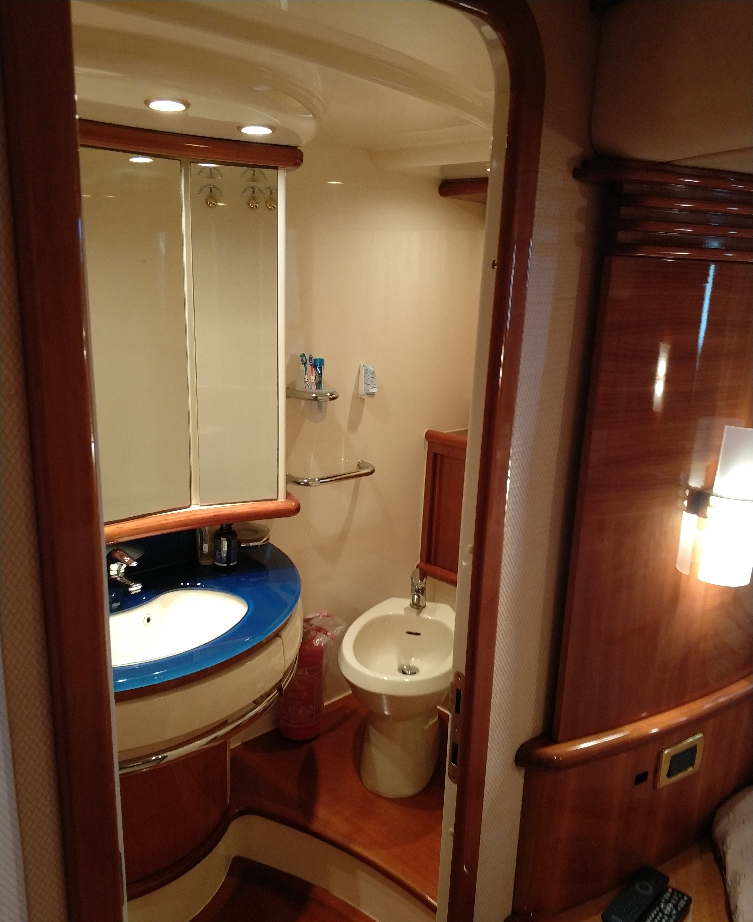 azimut motor yacht for rent (12)